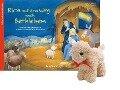 Rica auf dem Weg nach Bethlehem mit Stoffschaf - Katharina Wilhelm